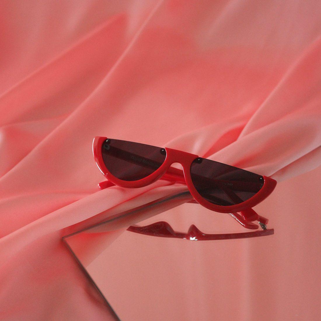 W_redglasses3