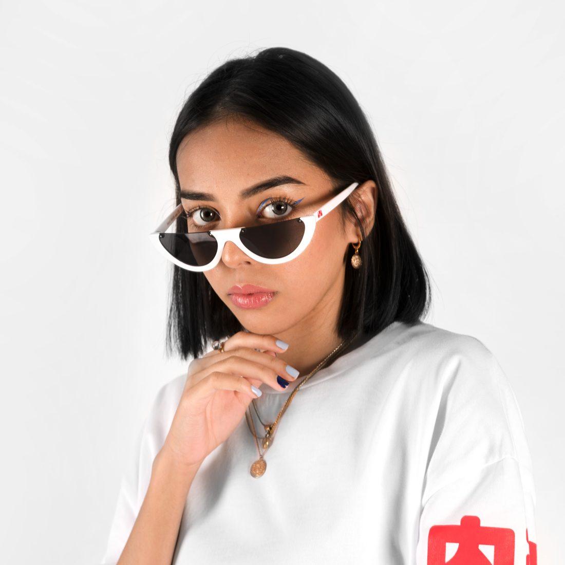 W_whiteglasses