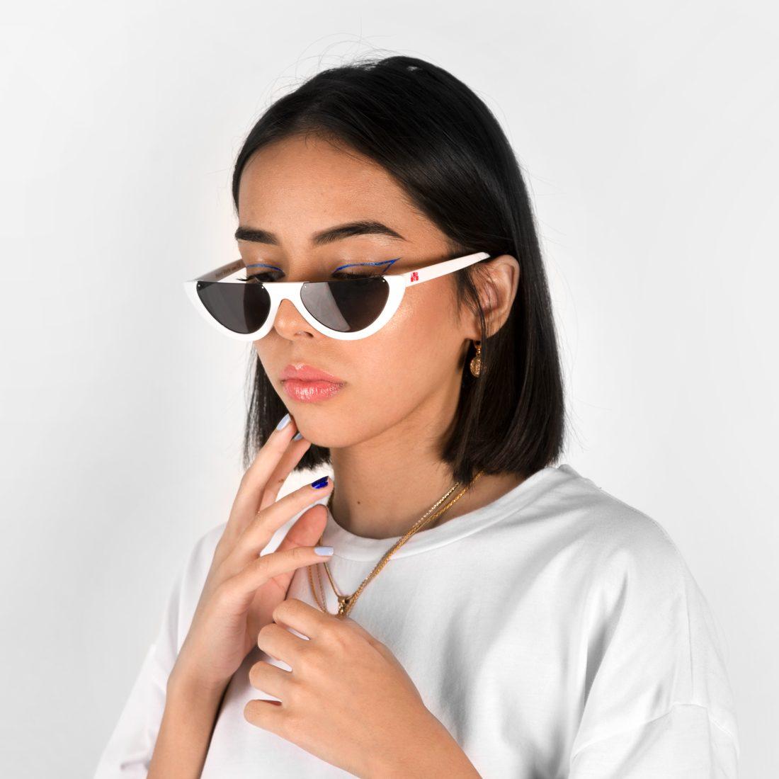 W_whiteglasses1